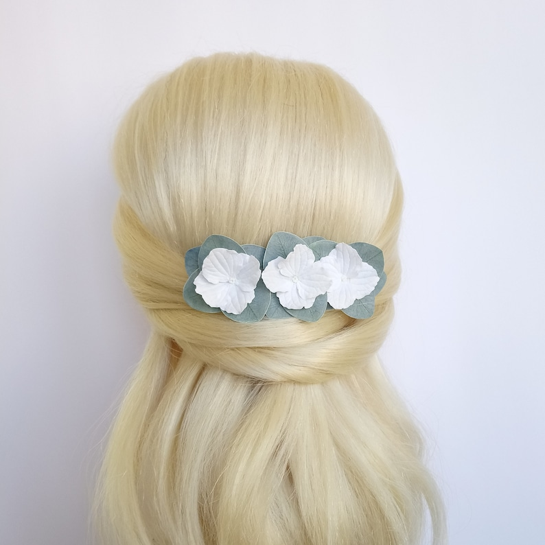 Bridal hair comb Eucalyptus leaves bridal headpiece White flower Greenery wedding