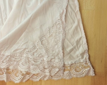b34d06a6cb309 Vintage Vassarette Pale Pink Nylon   Lace Half Slip- Size L- Made in the  USA- Underneath-It-All