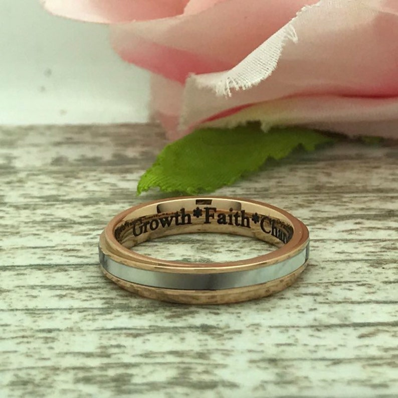 His /& Her Wedding Rings Anniversary Rings Couples Ring Set Personalized Rose Gold Plated Stainless Steel Rings with Mother of Pearl Inlay