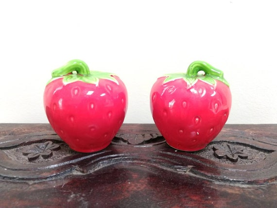 Strawberry Salt /& Pepper Shakers