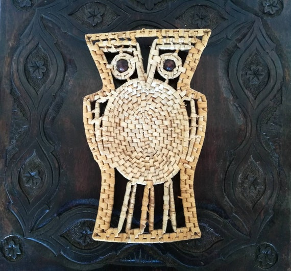 Vintage Owl Wicker Woven Basket Retro Owl Decor Wood Beaded Eyes Catch All Bowl Boho Wall Decor Owl Wall Decor Eclectic Wall Hanging Rattan