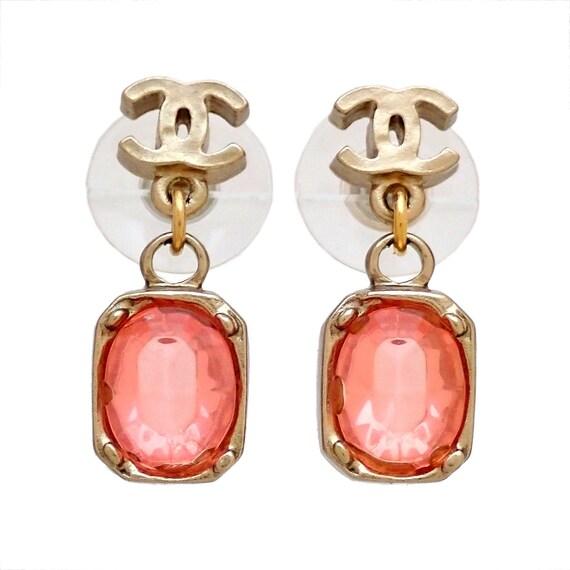 Chanel stud earring