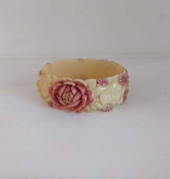 Antique 1930s celluloid bangle with hand carved el