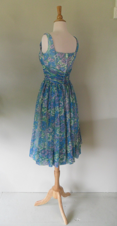 Darling 1950s Sleeveless Dress full skirt and gathers galore! Pansy print
