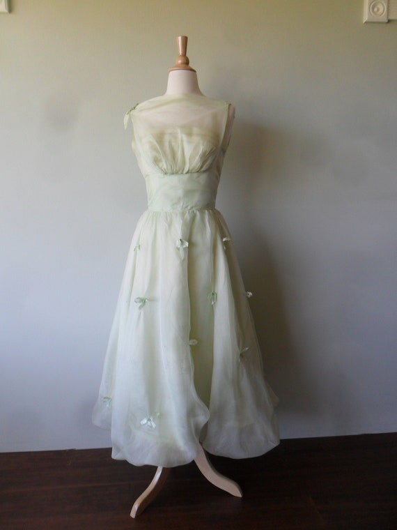 1950s Flouncy Prom Dress in Pale Green |  Sleevele