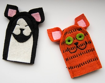 2 AUGUST finger puppets cats