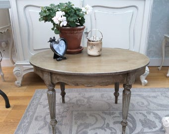 Oval vintage table