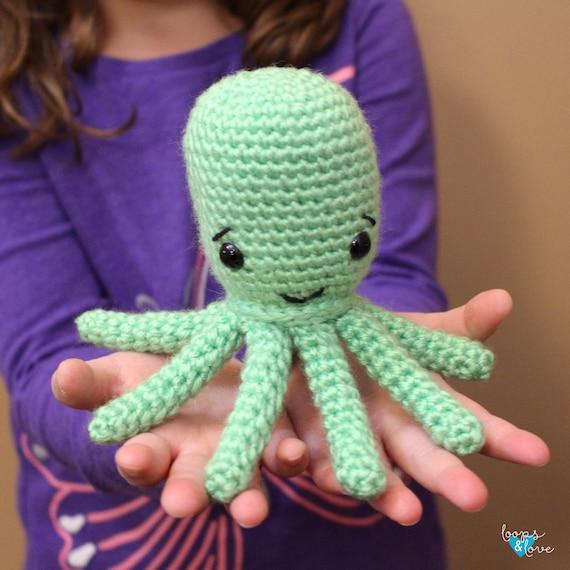 Free Crochet Pattern for Amigurumi Octopus ⋆ Crochet Kingdom | 570x570