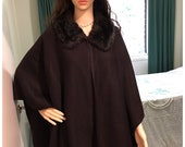 Shawl Wrap in Fine Wool Vintage Luxury with a Fur Trim Collar from the 1950s 1960s
