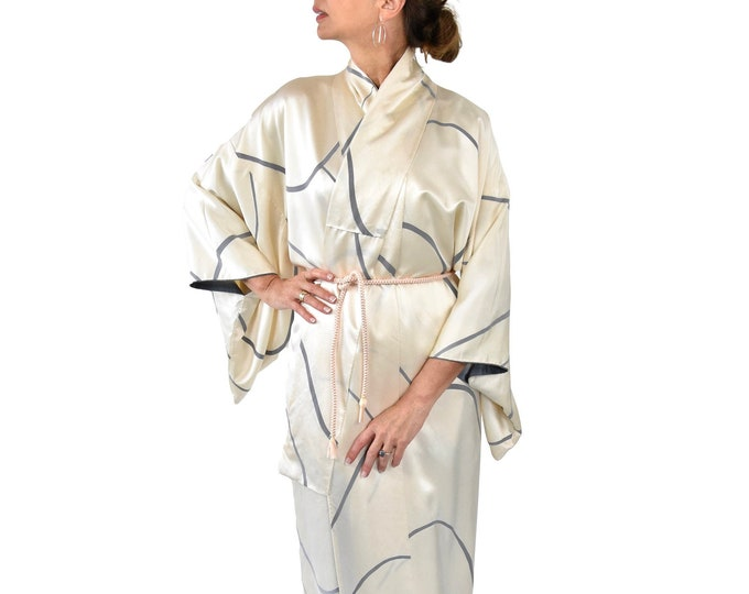 Japanese Vintage Kimono Robe / Beige / cleaned Vintage/ elegant dressing gown / Lounge Wear / including Silk Belt