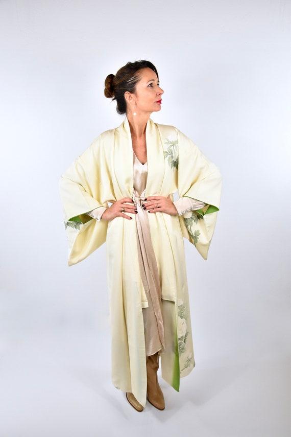 Japanese Vintage Kimono Robe Silk in creme with ha