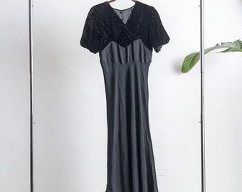 Beautiful 1930s silk velvet and rayon crepe dress