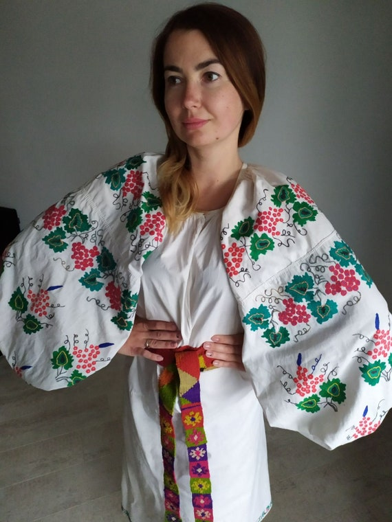 Beautiful grapes design Big sleeves!  Vintage dres