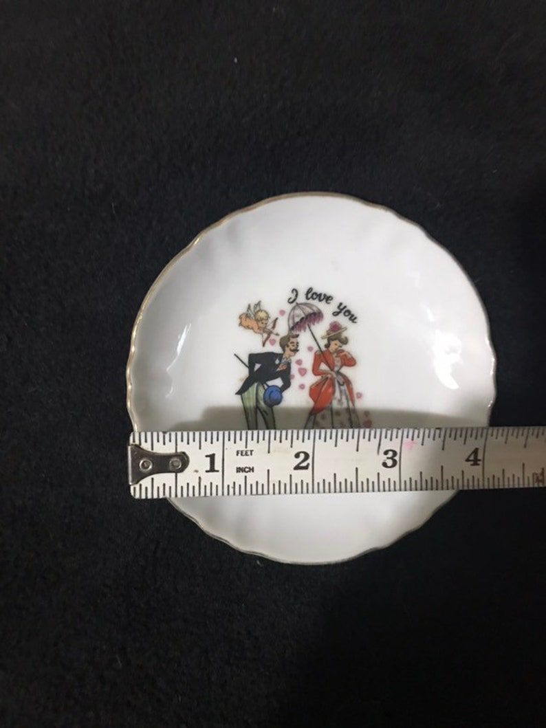 Small decorated plate for jewelrytrinkets