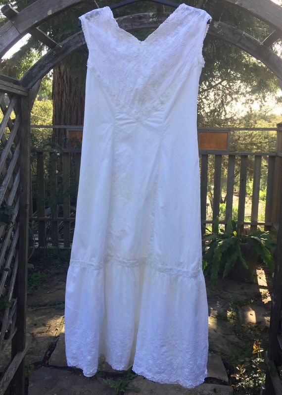 Antique Sleeveless Victorian Night Gown, White Cot