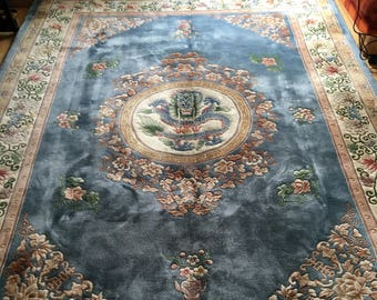 Hand-knotted chinerischer rug with dragon motif