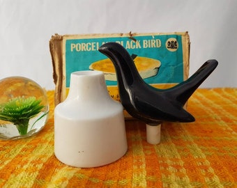Black bird pie vent Porcelain, pie bird, funnel. Chadwick Miller Made in Japan. Box & instructions. No signs of use  nice vintage condition!