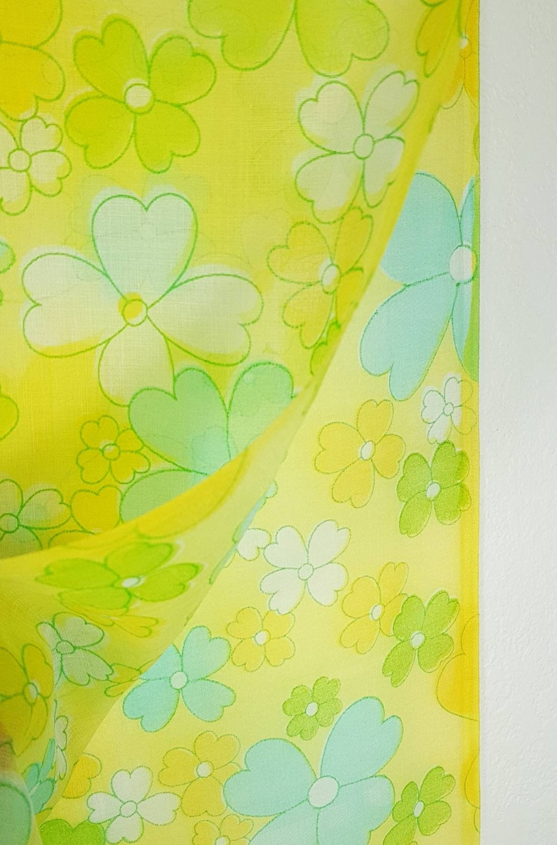Vintage 1960 70s Flower Power Fabric Stylized Daisies In Etsy