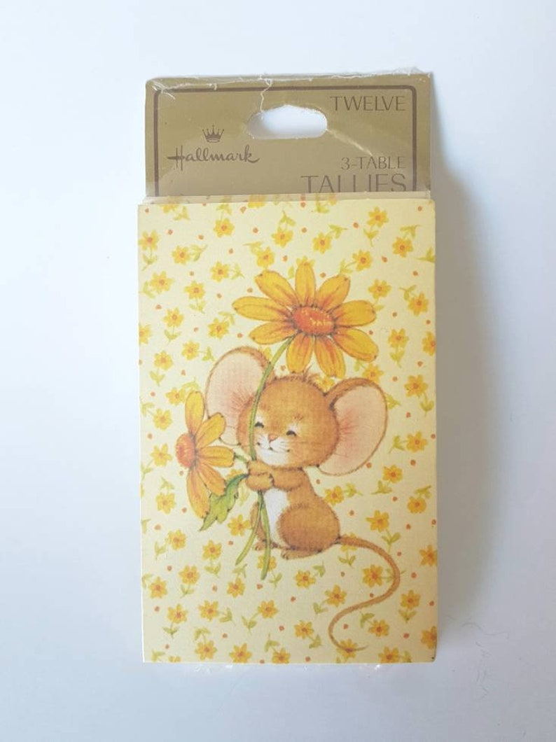 Charming picture Hallmark Mouse Bridge 3 table Tallies Tally Set of 12 in original packaging Cute mouse with yellow daisies fun!