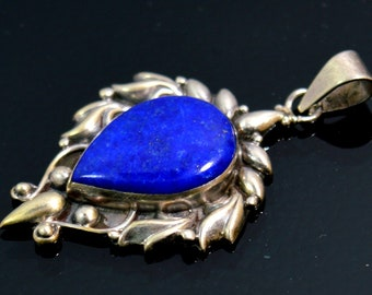 Silver Pendent Set With Lapis   43 cts