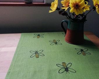 Tablerunner Bees on Linen