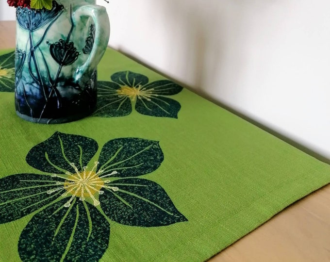 tablerunner blue hellebore on pistachio linen