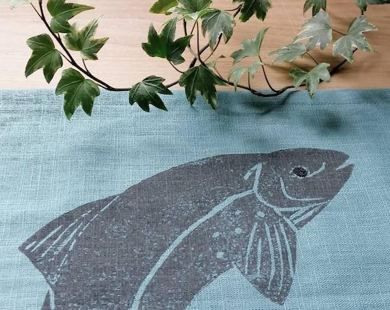 tablerunner salmon on teal linen