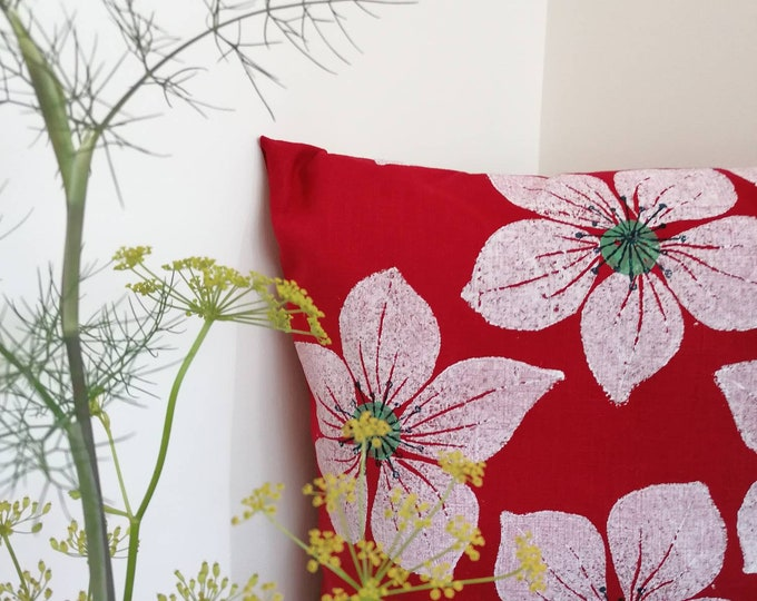 helebore cushion red