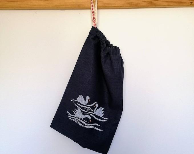 swan bread/vegetable bag