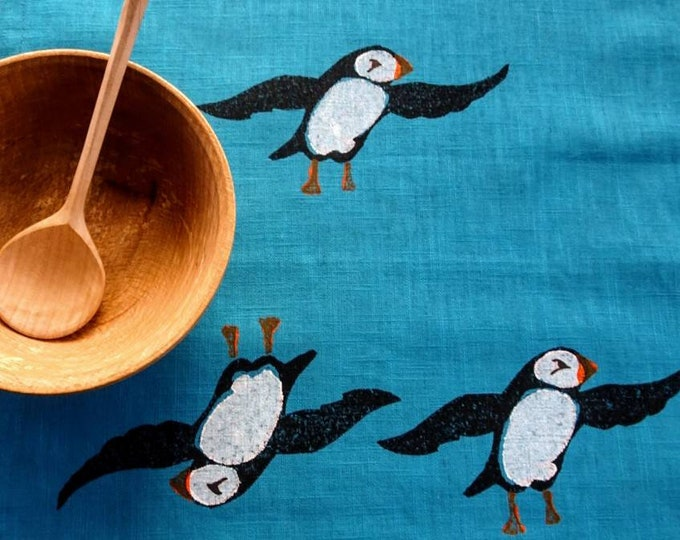 tablerunner puffins on blue linen