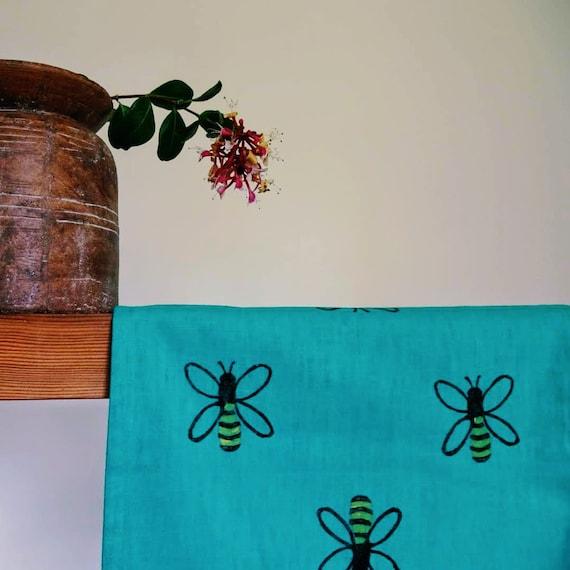 tablerunner honey bees on teal