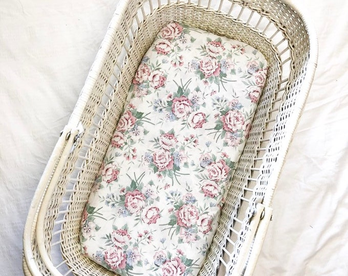"Fitted Bassinet Sheet ""Evie"""