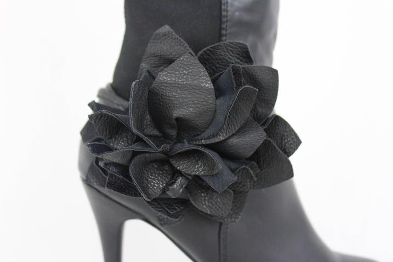 New Women Black Color Faux Leather Boot Strap Tie Bracelet Wrap Around Western Fashion Accessory Shoe Flower Charm Anklet 1 Side