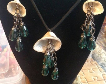 Seashell and green drops necklace and earrings