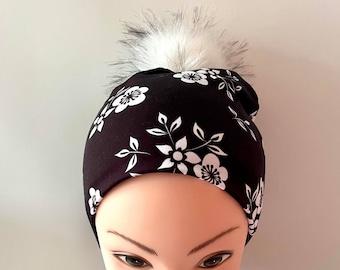 tuque beanie bonnet lined autumn winter woman jersey cotton lycra flowered on black background interchangeable pompon faux fur white