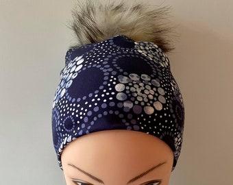 tuque beanie bonnet lined autumn winter woman jersey lycra geometric navy blue pompom interchangeable faux fur raccoon