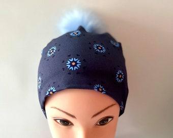 tuque beanie bonnet lined autumn winter woman jersey cotton lycra flowered sky blue background navy blue pompon faux fur blue sky