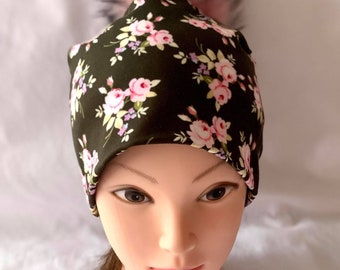 beanie hat tuque lined spring woman jersey cotton lycra floral on dark khaki background pom-pom interchangeable faux fur pink
