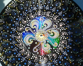 Mandala sur CD and LP, mandala peinture, tenture mandala, mandala wall decor, art du mandala, recyclage d'art,
