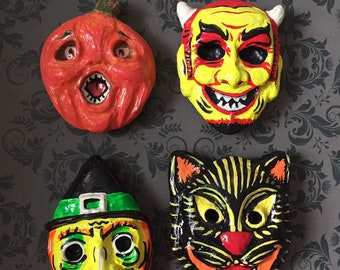 Vintage Halloween Pins & Magnets