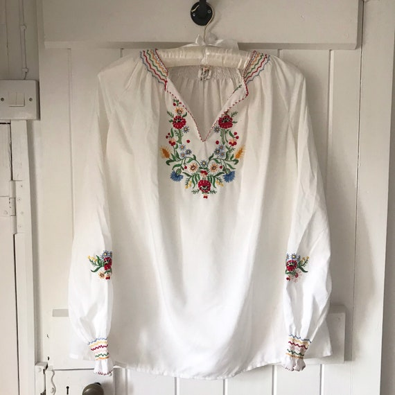 Vintage Embroidered Peasant Folk Blouse