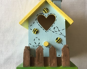"Pastel Bumble Bee Fairy House (3.62"" x 3.07"" x 4.72"")"