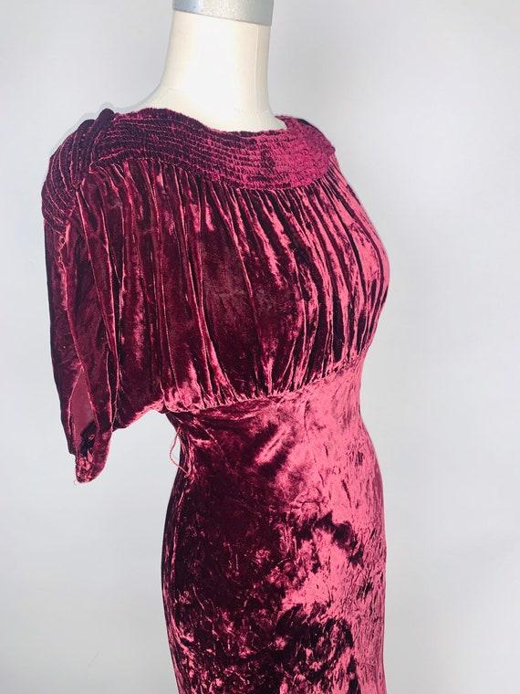 Vintage 1930's Womens Burgundy Sumptuous Silk Velv