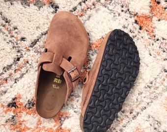 4457df7c6537 Boston Oiled Leather Tabacco Brown Genuine Birkenstocks NEW   Comfy Winter  Summer Travel Clogs Slip Ons