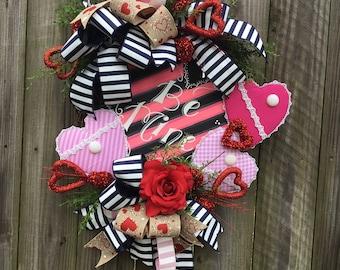 Valentine wreath~Valentine door decor~Valentine heart wreath~Heart decor~Valentine grapevine wreath~Grapevine wreath for Valentines