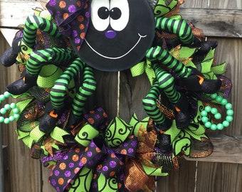 Spider wreath. Halloween Wreath. Spider door decor. Halloween door decor. Spider decor. Halloween decor. Spider wreath decor.
