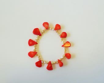 dyed shell stretch bracelet with Mother of Pearl