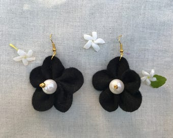 Hanging Flower Earrings (Black)
