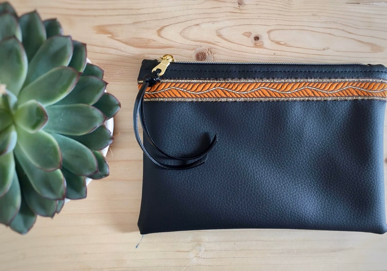 Pochette case trousse cheats in vegan leather black and inside in denim chambray
