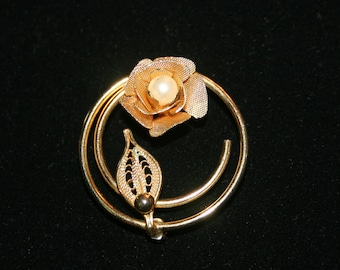 Vintage Rare 1960's Sarah Coventry Rose with Pearl Brooch Golden Filigree Leaf Original Condition Gold Tone Jewelry Pin